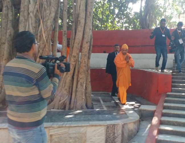 प्रयागराज में सीएम योगी आदित्यनाथ ने सबके लिए खोले अक्षयवट के द्वार
