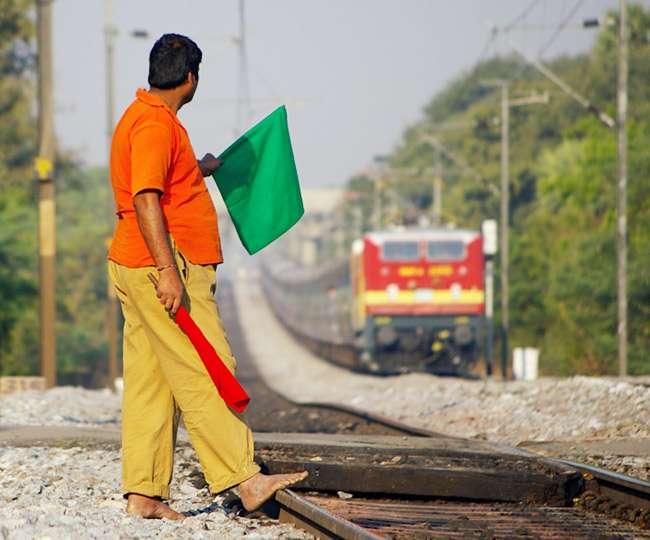 रेलवे करेगा 13000 कर्मियों को बाहर, 550 रेलकर्मी नौकरी से हटाए गए