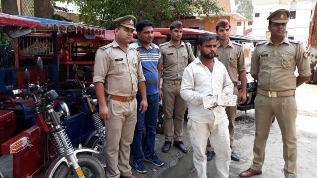चोरी की छह ई-रिक्शा के साथ भाजा गिरफ्तार, मामा फरार