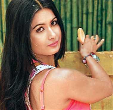 Bhojpuri actress divya dwivedi