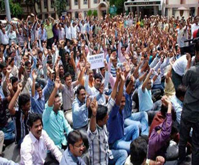After supreme court judgment against contract teaches of bihar in equal pay  Teachers angry and threat