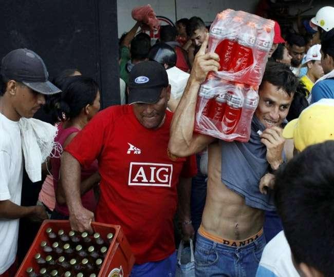 वेनेजुएला में भूखे लोग दुकानों को लूट रहे, 300 जानवरों का भी किया शिकार
