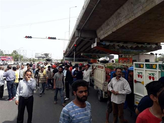 Jammu: लखनपुर से लद्दाख तक आज कमर्शियल वाहनों का चक्का जाम, लोग हो रहे परेशान