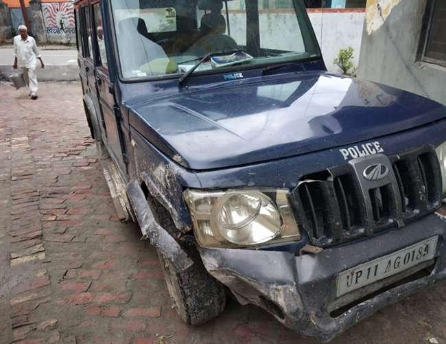Image result for पशु तस्करों का पीछा करने गई पुलिस पर बदमाशों ने की फायरिंग
