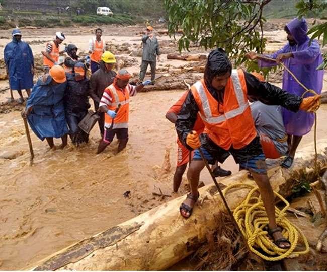 देश के कई राज्यों में बाढ़ से हाहाकार, केरल में 76 लोगों की मौत, कर्नाटक-महाराष्ट्र में बुरे हालात