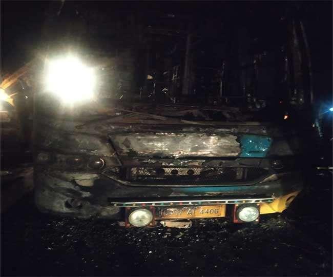 दिल्ली से जम्मू जा रही टूरिस्ट बस में आग लगी, वृद्धा जिंदा जली, एक युवक की भी मौत व 18 घायल