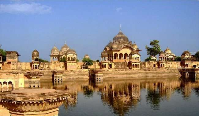 Mathura's Kusum Sarovar is famous for Radha-Krishna's love, know how special it is to tourists