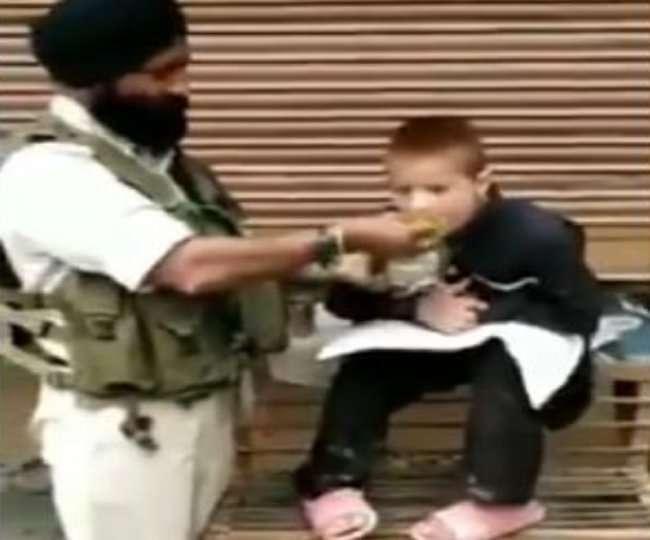 कश्मीर में सीआरपीएफ जवान ने ऐसा क्या किया कि लोग हो गए उनके दीवाने, तेजी से हो रहा वीडियो वायरल