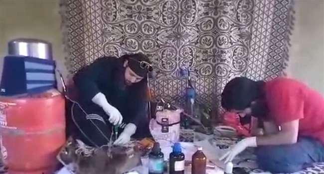 Kashmir: हिज्ब आतंकी नवीद बाबू का आइईडी बनाते वीडियो वायरल, एजेंसियां हुई सतर्क Kashmir News