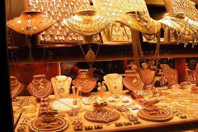 सोना-चांदी खरीदना हुआ सस्ता, जानिए कितने गिर गए दाम