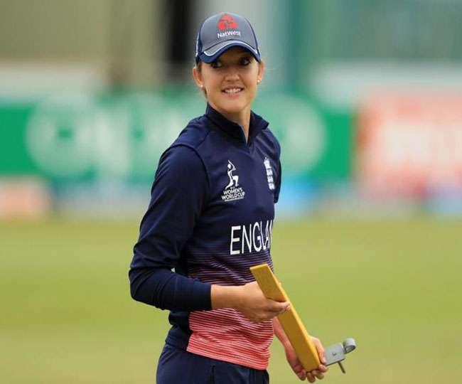 इंग्लैंड की महिला क्रिकेटर सारा टेलर ने इस अभियान के लिए बिना कपड़ों के तस्वीर खिंचवाई