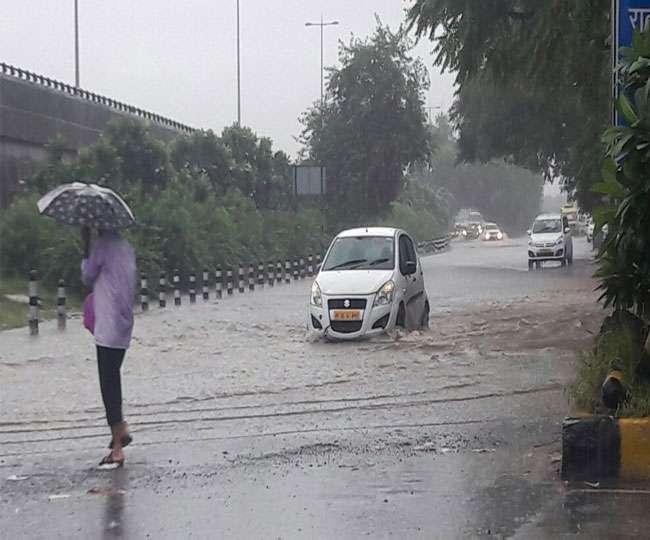 दिल्ली में बदला मौसम का मिजाज, बढ़ी ठंड; आज भी बारिश के आसार