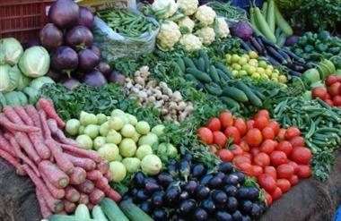 सब्जियों व फलों की थोक में कीमत कम ...