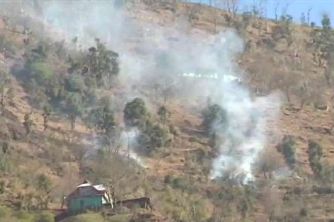 Rajouri: पाक सेना ने नौशहरा रिहायशी क्षेत्रों को निशाना बनाकर बरसाए गोले, पोर्टर घायल