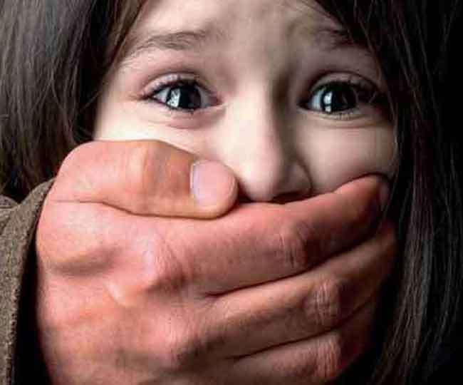 बैग में मिला सात वर्षीय बच्ची का शव, दरिंदगी के बाद मार डाला