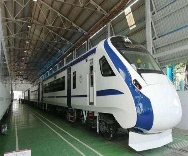 ट्रेन-18 को ट्रायल के दौरान बड़ा झटका, इलेक्ट्रिक इंजन लगाकर हुई रवाना