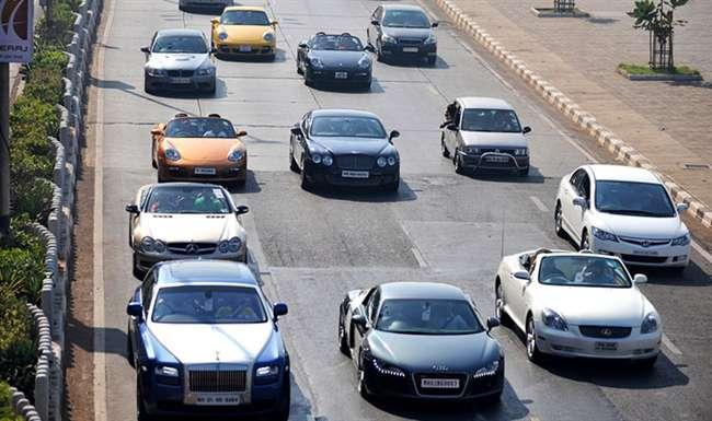 लग्जरी कारों की बिक्री में इस वित्त वर्ष आएगी गिरावट, कंपनियों ने बताई इसकी वजह