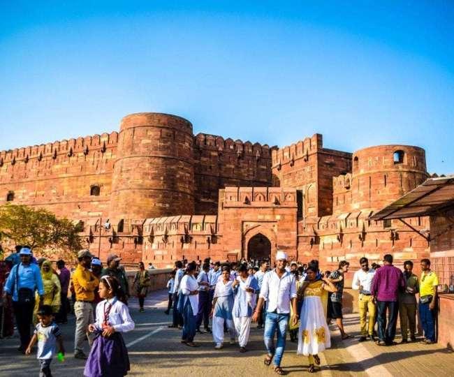 लाल ईंटों से बना आगरा किला है मुगल कालीन वास्तुकला का नायाब नमूना