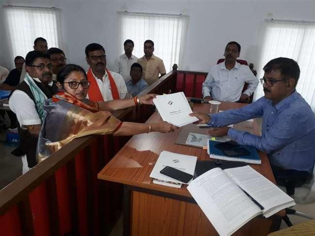 Lok Sabha Election 2019: अन्नपूर्णा ने कोडरमा से भरा नामांकन पत्र, मुख्यमंत्री रघुवर ने की हाैसला-अफजाई