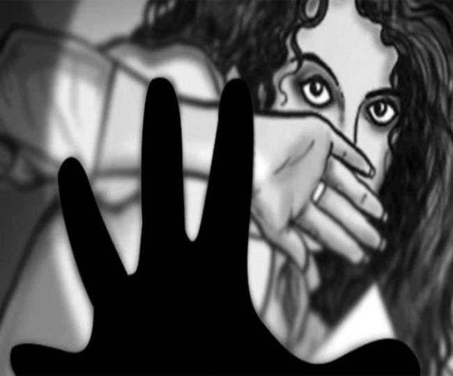 दो महिलाओं ने पति और उसके दोस्तों पर दर्ज कराई दुष्कर्म की रिपोर्ट