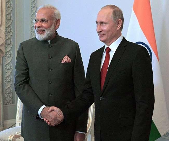 रूस में मोदी की पुतिन से मुलाकात वैश्विक कूटनीति में नए धुव्रीकरण की ओर इशारा करती है