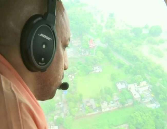 सीएम योगी आदित्यनाथ ने किया बाढग़्रस्त क्षेत्रों का हवाई सर्वेक्षण
