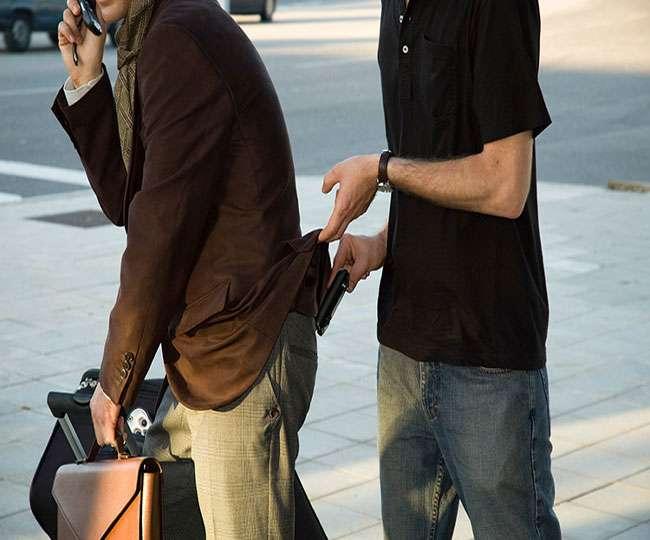 मोबाइल चोरी होने की चिंता से मिलेगी मुक्ति, हाथ लगाते ही चोर को लगेगा जोर का 'झटका'