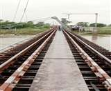 आफत की बारिश: रेल ट्रैक पर गिरा इलेक्ट्रिक पोस्ट, मुजफ्फरपुर-गोरखपुर के बीच ट्रेन परिचालन रुका EastChamparan News