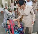 कलेक्ट्रेट में महिला ने खाया जहर, प्रशासनिक अफसरों के हाथ-पांव फूले Farukhabad News