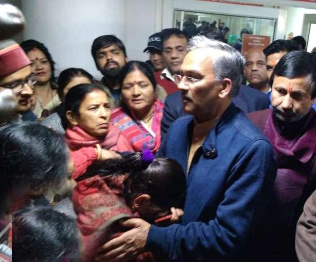 जिंदगी और मौत के बीच जूझ रही छात्रा से मिलेे सीएम, एयर एंबुलेंस से भेजा जाएगा दिल्ली