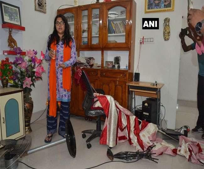 बंगाल में भाजपा प्रत्याशी लॉकेट चटर्जी के घर में तोड़फोड़, टीएमसी के खिलाफ शिकायत दर्ज