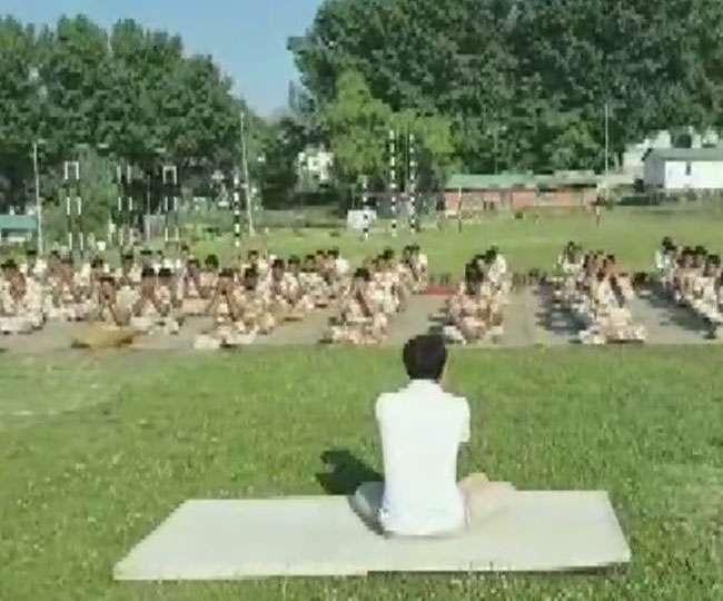 International Yoga Day 2019: योग दिवस की तैयारियों में जुटे ITBP जवानों ने किया योगाभ्यास