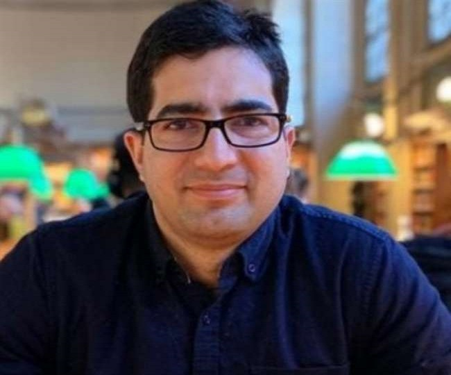 IAS-turned-politician Shah Faesal stopped from leaving India, detained under PSA in Kashmir