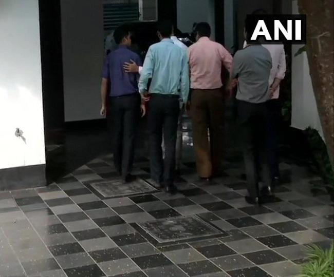 INX Media Case: CBI visits Chidambaram's home thrice ahead of Supreme Court hearing
