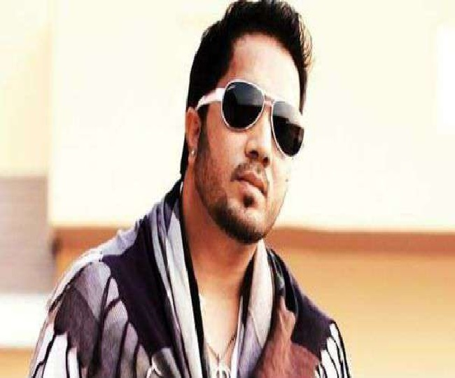 Indian film industry body boycotts pop star Mika Singh after he performs at Pakistani wedding
