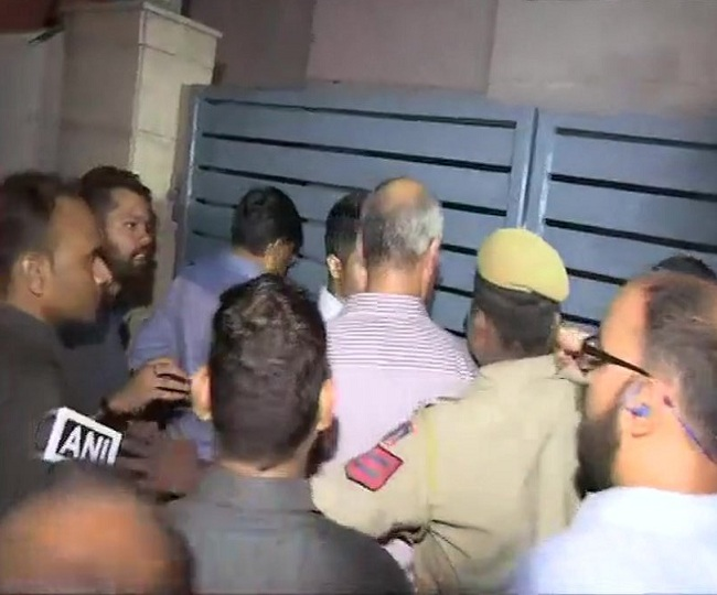 High drama at Chidambaram's residence as CBI teams scale wall to enter