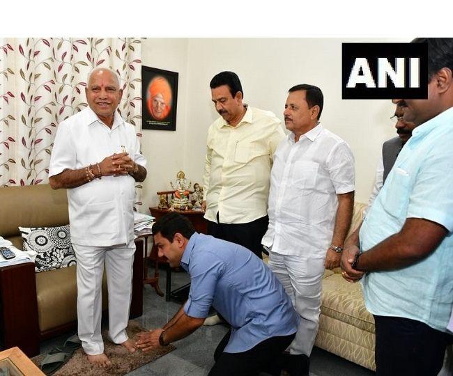 Karnataka By-poll Results: Yediyurappa-led BJP bags a dozen seats, Siddaramaiah quits as CLP leader