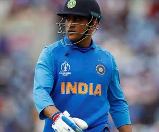 While Dhoni doesn't retire, he may not be an automatic pick in team any more