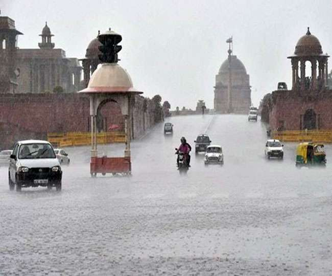 Delhi: Monsoon rains bring heavy traffic jams, downpour to continue for the next two days