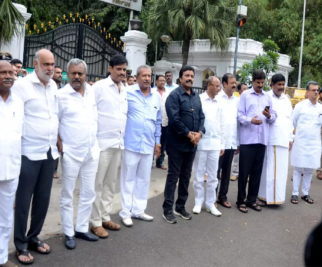 K'taka crisis reaches SC; rebels to meet Speaker today, Ramesh Kumar seeks more time