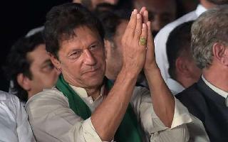 Netizens trolls Pak PM Imran Khan after he breaks protocol at SCO summit