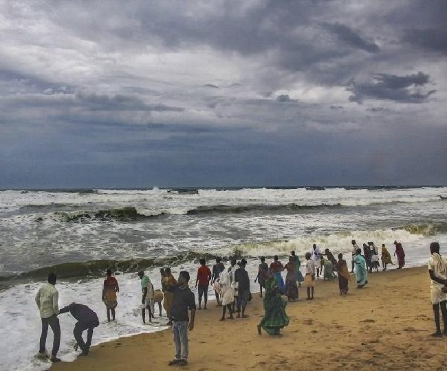 Cyclone Vayu Highlights: Power supply disrupted in 560 Gujarat villages