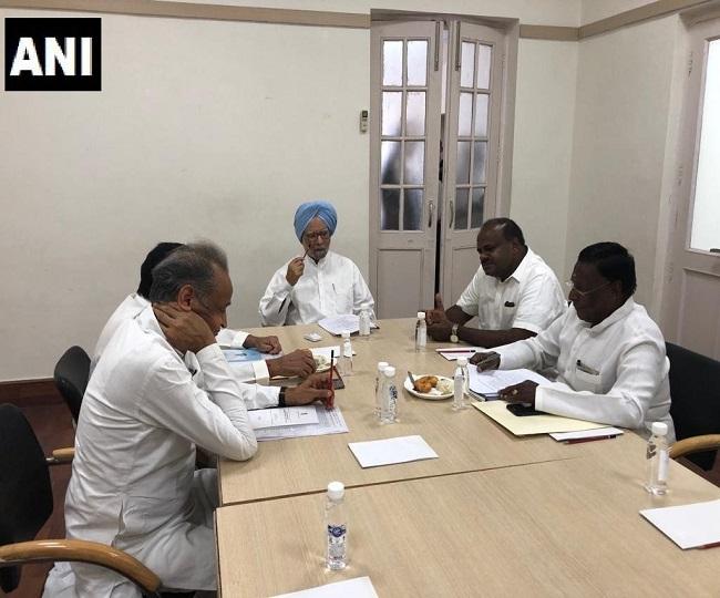 Manmohan Singh meets Congress CMs ahead of NITI Aayog meeting