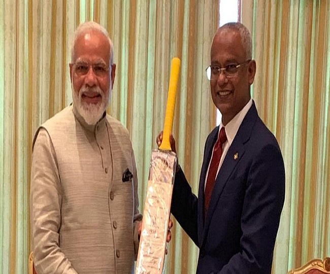 Focus on cricket diplomacy as PM Modi gifts bat to Maldives President Solih