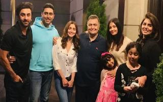 Alia Bhatt is all smiles in Ranbir's 'family' picture
