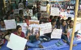 WB doctors reject Mamata's truce offer as over 700 resign, IMA protest..