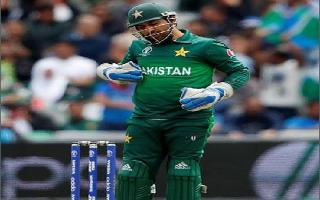 WC 2019 | India vs Pakistan: A yawning Sarfaraz tickles funny bones on..