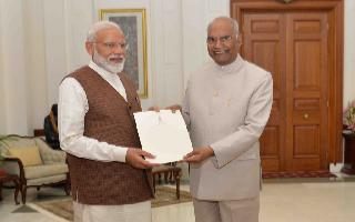 President Kovind invites Modi to form government, PM reaches out to minorities