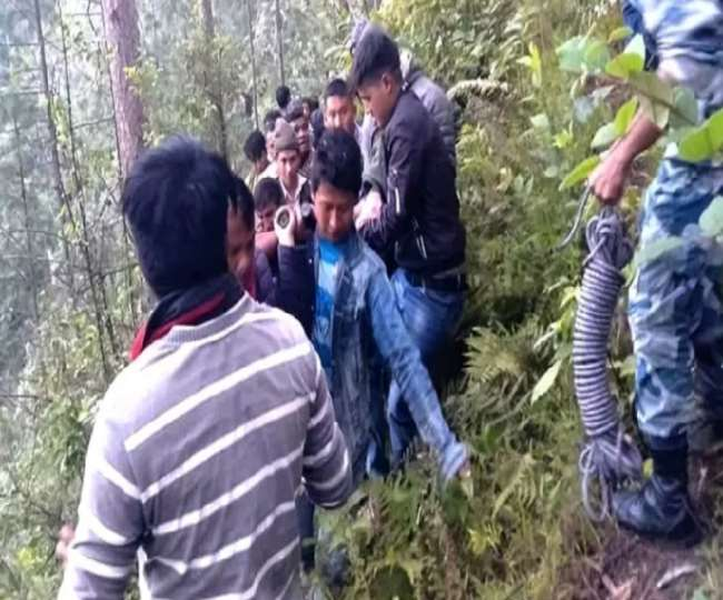 Death toll rises to 17 in Nepal bus accident, 15 rescued