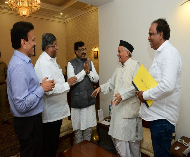 Maharashtra Power Tussle | BJP delegation meets Guv, says 'discussed legal aspects of delay in govt formation'